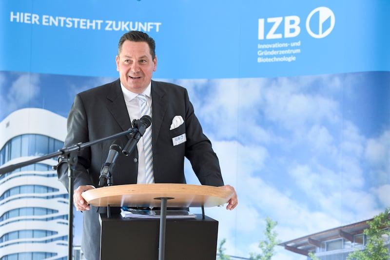 IZB CEO Zobel