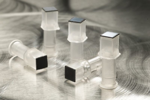 Flow-Thru Chip technology is developed into cartridges for use with the Ziplex equipment (Source: Hutman Diagnostics AG)