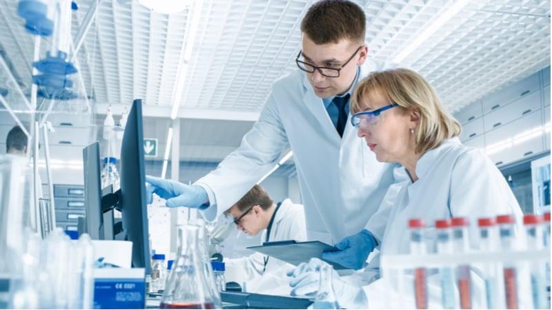 Clinical trials video - Andreas Wallnöfer - lab scene